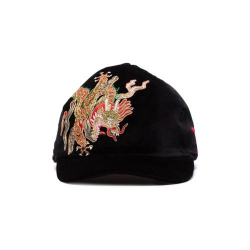 Gucci gorra de terciopelo con bordado de dragón - Negro