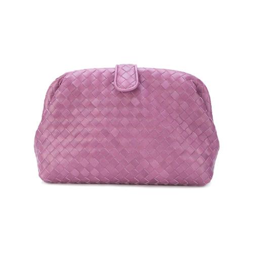 Clutch 'The Lauren' de couro rosa, Bottega Veneta. Possui padronagem trançada e couro padronado.