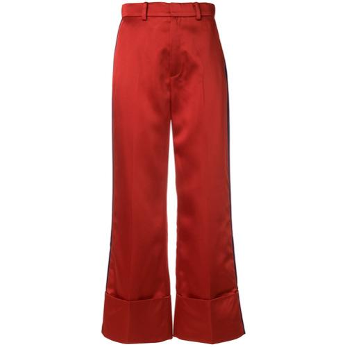 Calça cropped vermelho, Tommy Hilfiger. Possui cintura alta, fechamento por botão e zíper, detalhe de listra na lateral,...