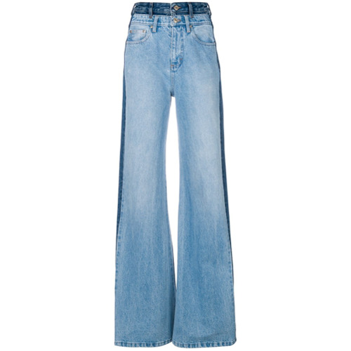 Calça jeans flare azul em algodão , Tommy Hilfiger. Possui passantes para cinto, cinco bolsos e recortes contrastantes.